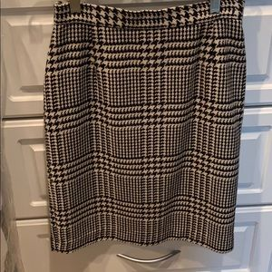 Houndstooth straight skirt